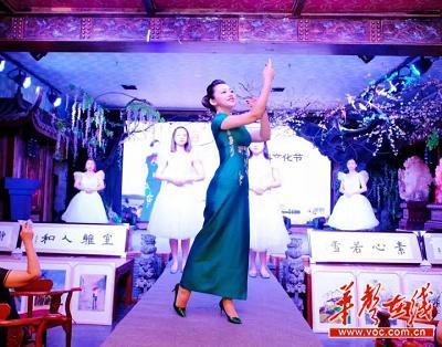 杨柳演绎的开场秀《神话》