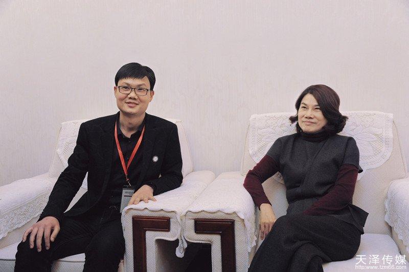 beplay|娱乐游戏传媒董事长徐才华与著名企业家、格力董事长董明珠亲切合影