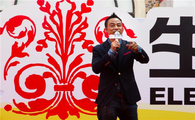 任达华出席长沙生活家定制家居体验馆开业仪式任达华和影迷互动