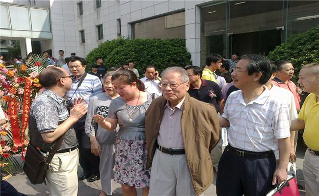 中国戏曲水墨画名家名作展现场聚集众多人文墨客