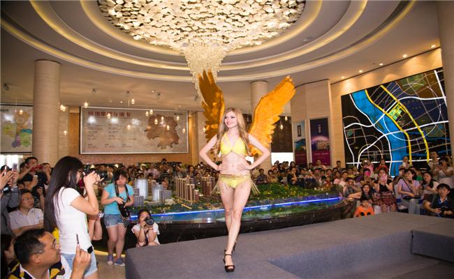 绿地海外滩客户答谢会暨样板房开放仪式天使的翅膀,令无数现场嘉宾竞折腰