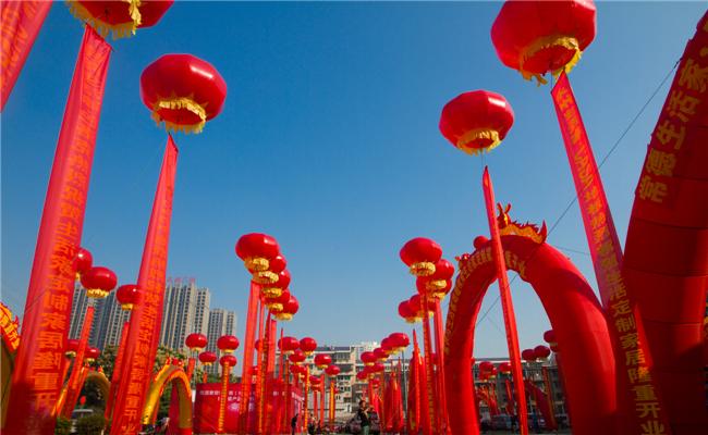 任达华出席生活家定制家居体验馆开业仪式盛典庆典现场-红色空飘拱门