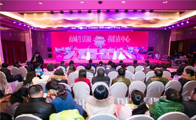 富兴汇中央开盘典礼策划活动开始前,女子乐坊暖场演奏