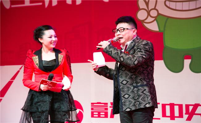 富兴汇中央开盘典礼策划湖南著名笑星-陈英俊与广播电台美女主持同台搭档