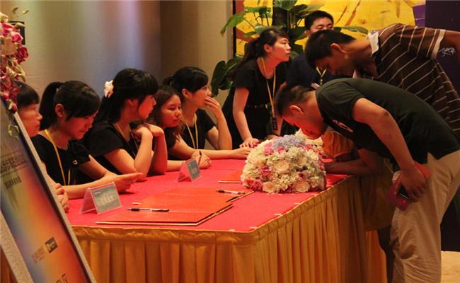 新达美集团&步步高签约仪式暨新闻发布会嘉宾签到