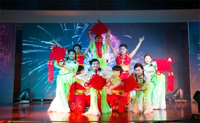 湖南盈成集团2014年迎新晚会暨表彰大会开场福娃迎新年