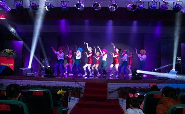 湖南盈成集团2014年迎新晚会暨表彰大会欢乐舞曲带动跳