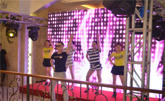 李锐现身嘉宝橱柜十周年庆典活动带动跳活动热场