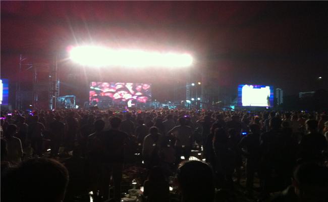 万科2013长沙橘洲(国际)音乐节活动主舞台人头攒动