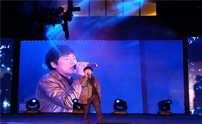 """和泓地产携手""""我是歌手""""张宇举行音乐会经典曲目演唱"""