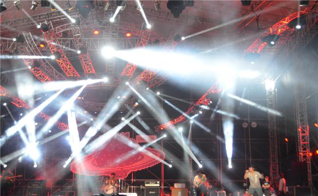 2014首届绿地海外滩长沙草莓音乐节活动现场灯光配合表演