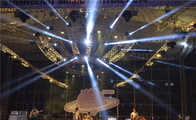 2014首届绿地海外滩长沙草莓音乐节活动炫目灯光