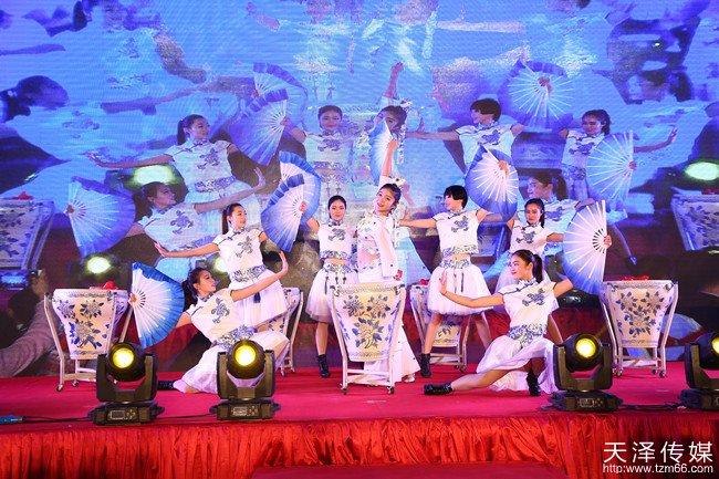金手掌微商城全球开业盛典青花瓷鼓舞美轮美奂