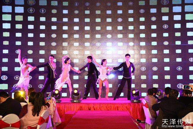 beplay|娱乐游戏传媒邀请到全国拉丁舞表演冠军舞团、湖南卫视专业爵士舞团为金手掌来宾带来一场视听盛宴