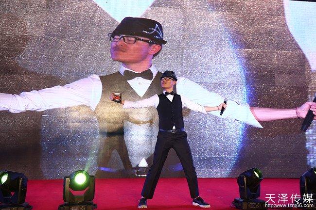 刘德华模仿秀全国总冠军华劭,为金手掌来宾演唱刘德华金曲串烧