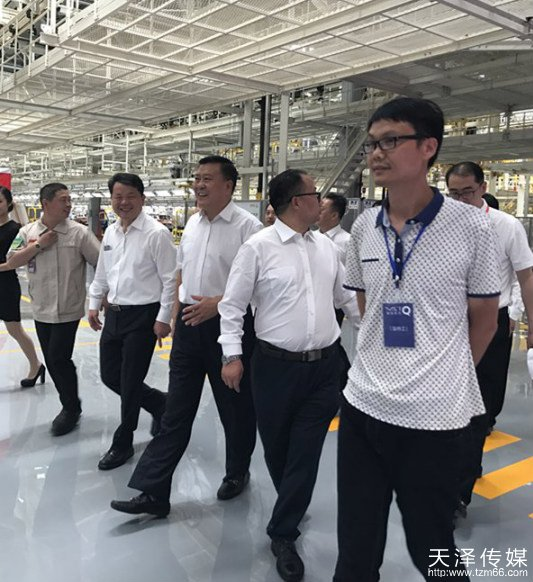 beplay|娱乐游戏传媒创始人徐才华与各领导共同参观二工厂